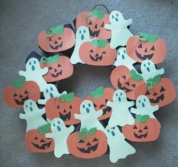 Craft Ideas Leaves on Ghosts And Jack O  Lanterns Wreath