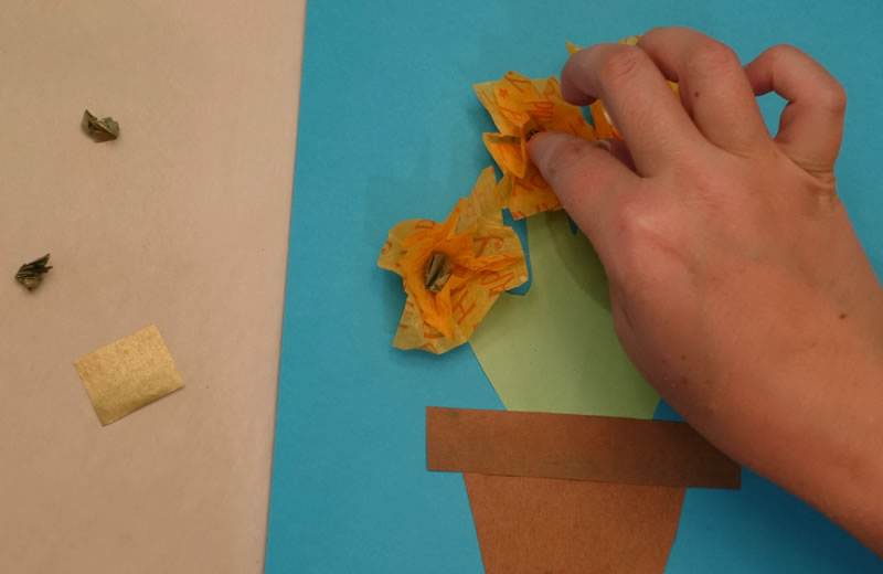 make flowers from tissue paper