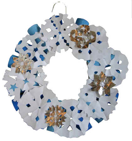 Winter snowflakes wreath for Dltk crafts for kids
